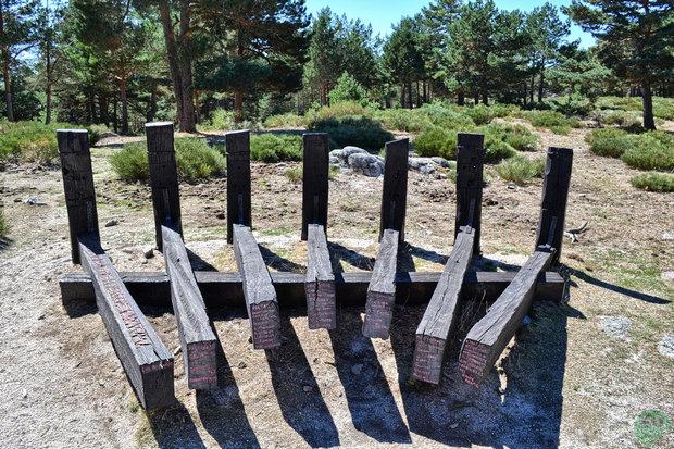 Monumento a los primeros caminantes de la Sierra de Guadarrama